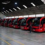 Autocares Ríos. Vista interior de la nave con autobuses aparcados.
